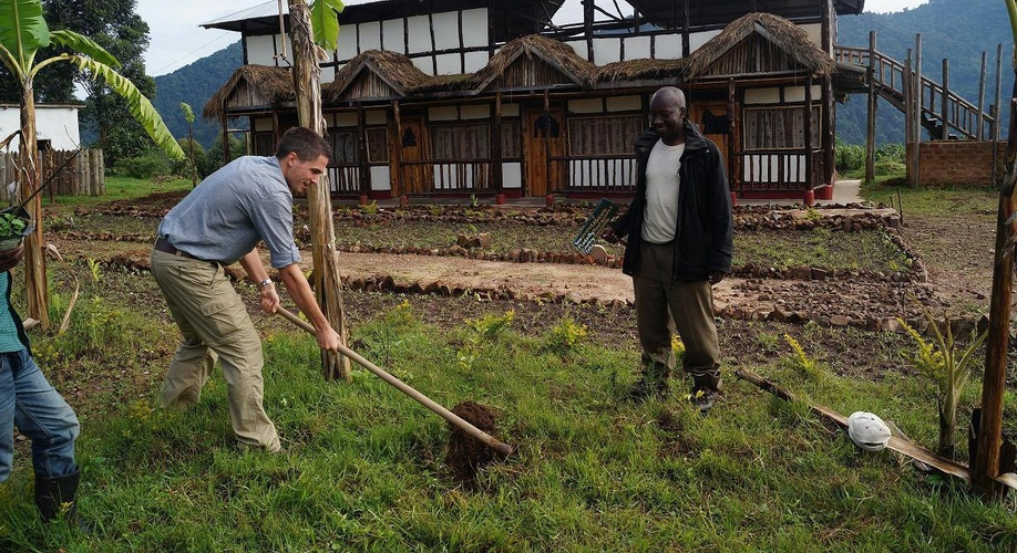 Community Volunteering, Bwindi Backpackers Lodge